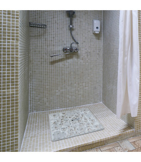 VENTOSA – Shower Transparent, anti-slip and anti-mold mat with heart print. 52x52 cm ambient