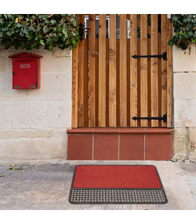 Rubber and carpet doormat made with recycled material